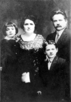 The Warnow family ca. 1912 (Harry, mother Sara, Mark, father Joseph)